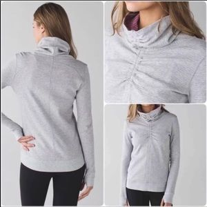 Lululemon Reversible Sweater/Sweatshirt Gray/pink